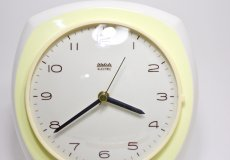 画像2: ビンテージ陶製壁掛け時計/Wehrle製/ドイツ/ペールイエロー/新しいムーブメント交換済み (2)