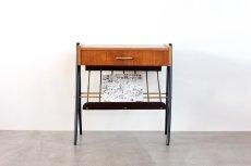 画像2: 北欧ビンテージ家具/スウェーデン/チーク×ビーチ/ベッドサイドテーブル+マガジンラック (2)