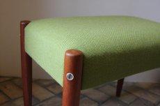 画像2: 北欧ビンテージ家具/北欧スウェーデン/木製スツールもしくはオットマン/チーク×グリーンファブリック (2)