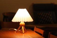 画像3: ヴィンテージ北欧照明/テーブルライト/オーク/3本脚/ジャバラシェード (3)