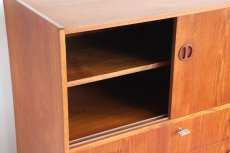 画像6: 北欧ビンテージ家具/デンマーク製/チークチェスト引き戸+引き出し3段 (6)