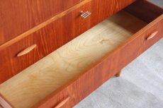 画像9: 北欧ビンテージ家具/デンマーク製/チークチェスト引き戸+引き出し3段 (9)