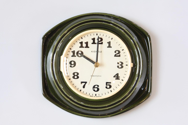 画像1: ビンテージ陶製壁掛け時計/KIENZLE製/ドイツ/ダークグリーン (1)