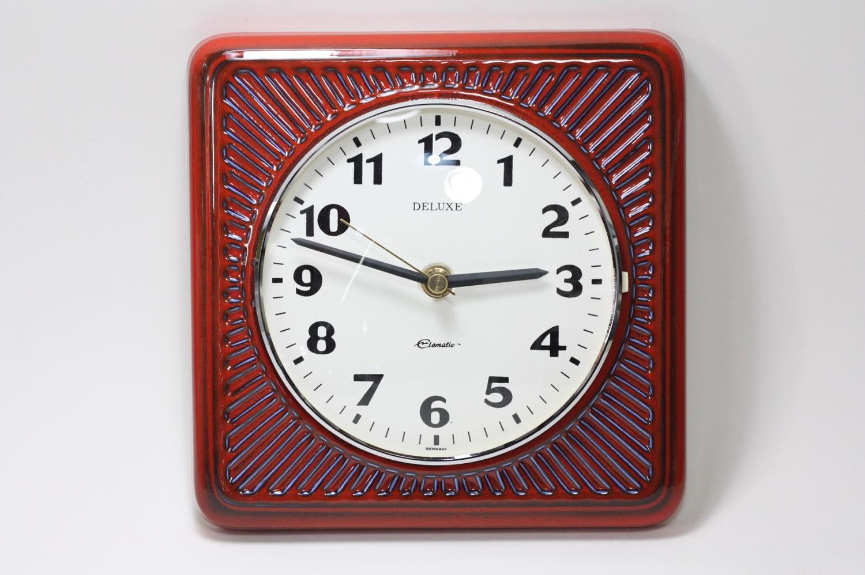 画像1: ビンテージ陶製壁掛け時計/Deluxe製/ドイツ/レッド (1)