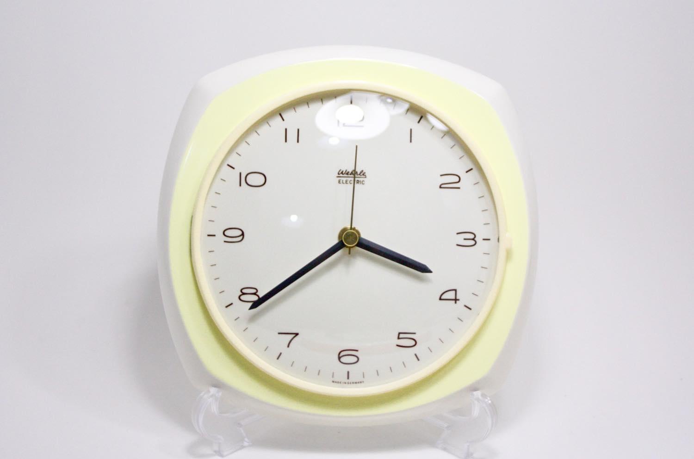 画像1: ビンテージ陶製壁掛け時計/Wehrle製/ドイツ/ペールイエロー/新しいムーブメント交換済み (1)