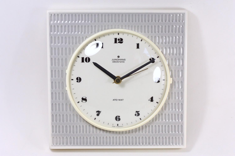 画像1: ビンテージ陶製壁掛け時計/Junghans/ドイツ/ペールグレイ (1)