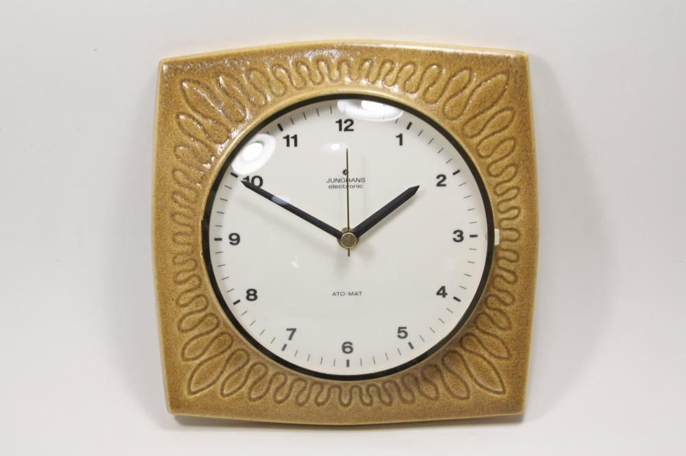 画像1: ビンテージ陶製壁掛け時計/Junghans製/ユンハンス/ドイツ/キャメル (1)