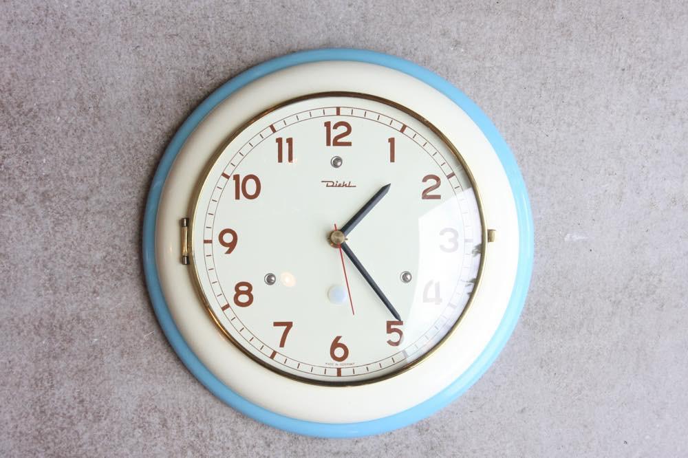 画像1: ビンテージ陶製壁掛け時計/Diehl製 /ドイツ/ホワイト&ライトブルー (1)