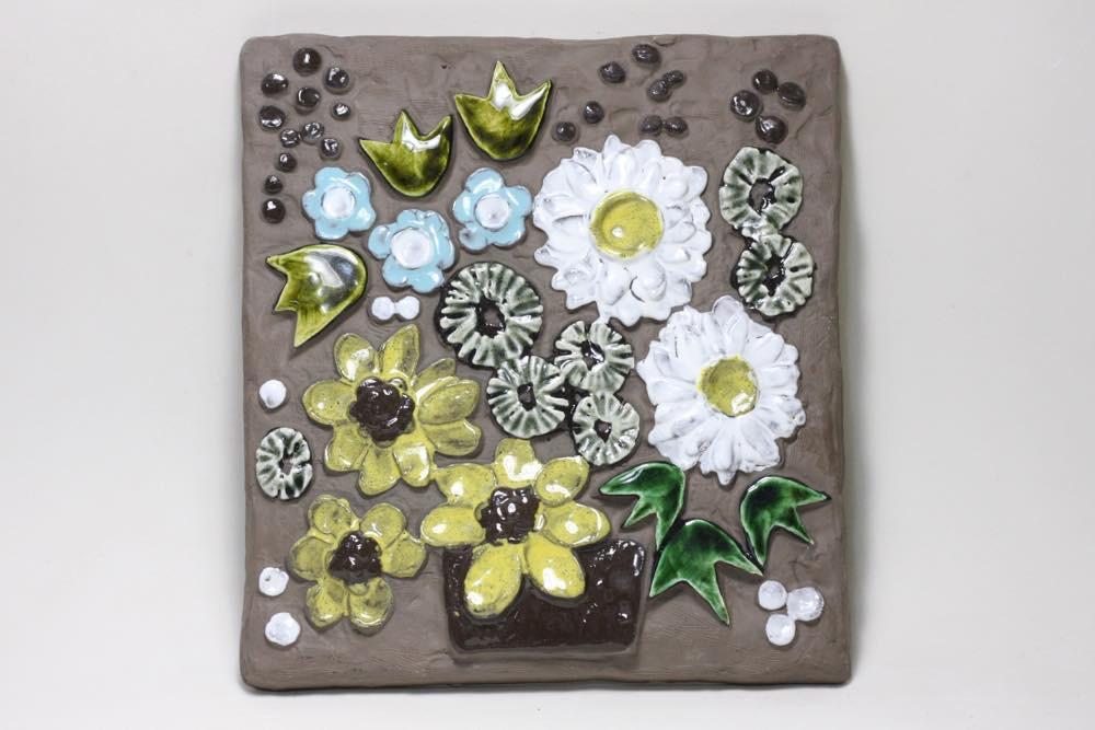 画像1: ビンテージ北欧雑貨/Jie gantofta/ジィ ガントフタ/オリーブグリーンチューリップ陶板の壁掛け  (1)
