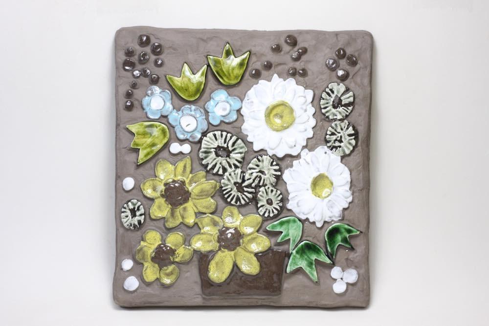 画像1: ビンテージ北欧雑貨/Jie gantofta/ジィガントフタ/オリーブグリーンチューリップ陶板の壁掛け/B品 (1)