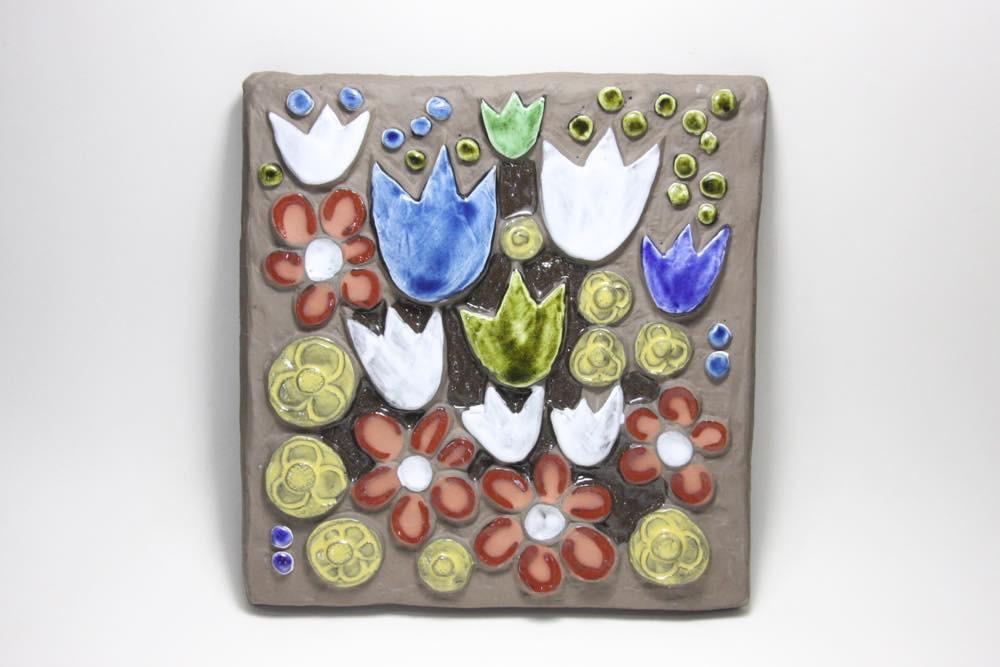 画像1: スウェーデン Jie gantofta ジィ ガントフタ ホワイトチューリップ陶板の壁掛け  (1)