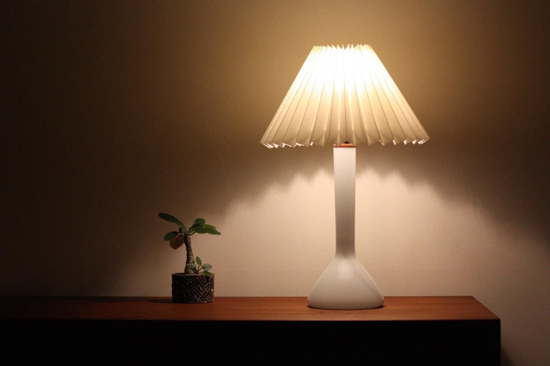 画像1: ビンテージ北欧照明/Kastrup Glas/デンマーク製/ホワイトガラス/テーブルライト (1)