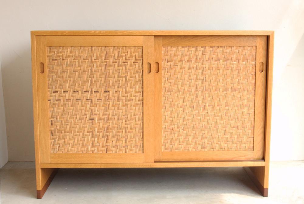 画像1: 北欧ビンテージ家具/デンマーク ウェグナー/オークキャビネット (1)