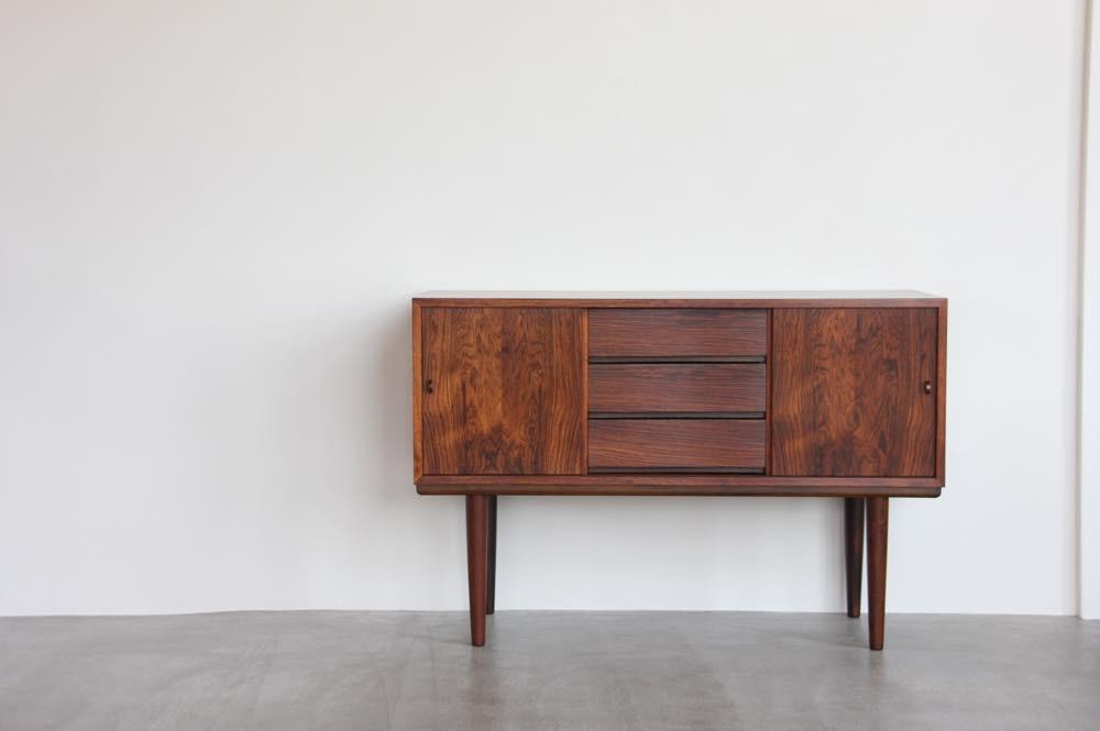 画像1: 北欧ビンテージ家具/デンマーク製/サイドボード/ローズウッド (1)